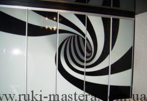 Матовый рисунок на черном стекле