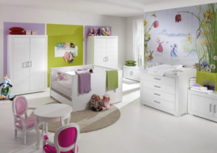 Стильная мебель белого цвета для детской комнаты